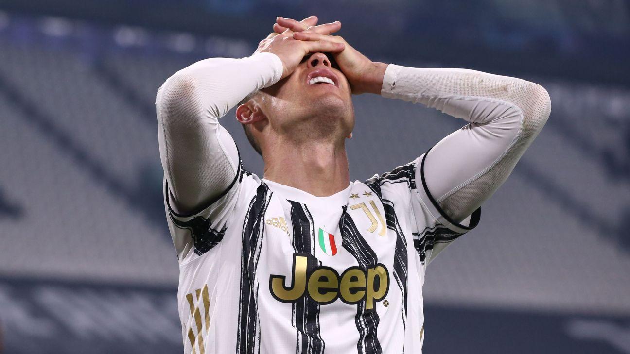 Cristiano Ronaldo reage durante eliminação da Juventus para o Porto