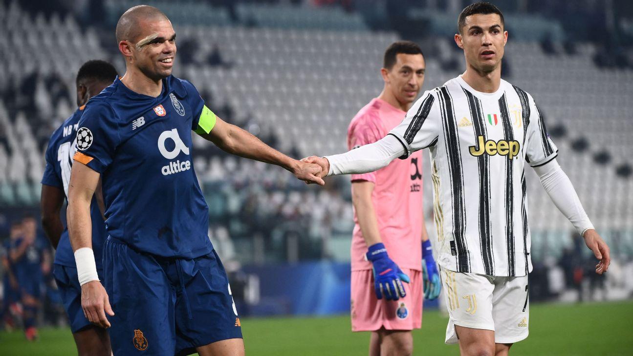 Pepe, do Porto, marca Cristiano Ronaldo, da Juventus, em jogo da Champions
