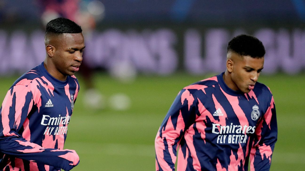 Vinicius Jr. (esq.) e Rodrygo (dir.) durante o aquecimento do Real Madrid na Champions League
