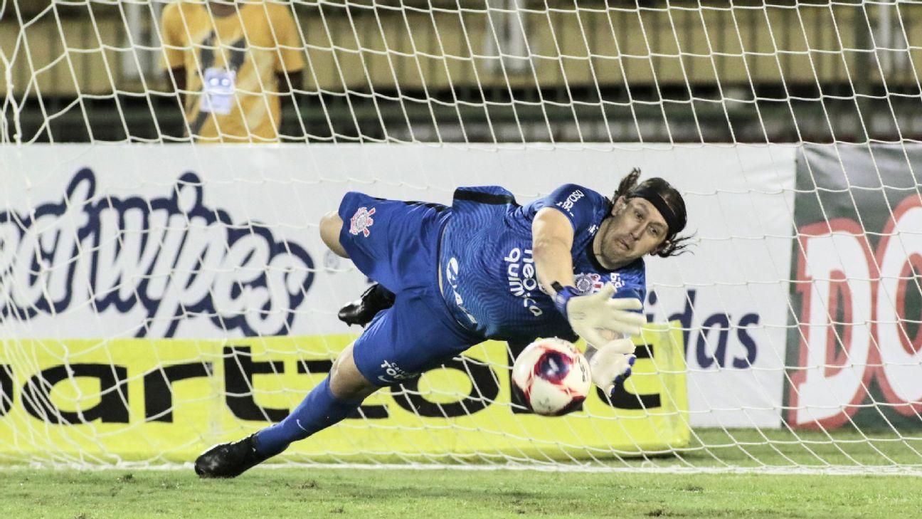 Cássio pegando pênalti contra o Mirassol, no Campeonato Paulista 2021