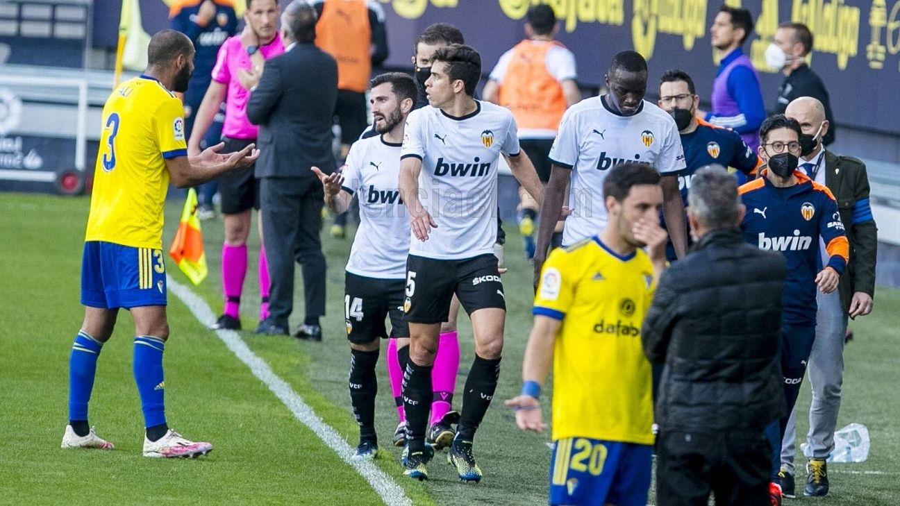 Diakhaby deixa o campo após acusação de racismo em Cádiz x Valencia