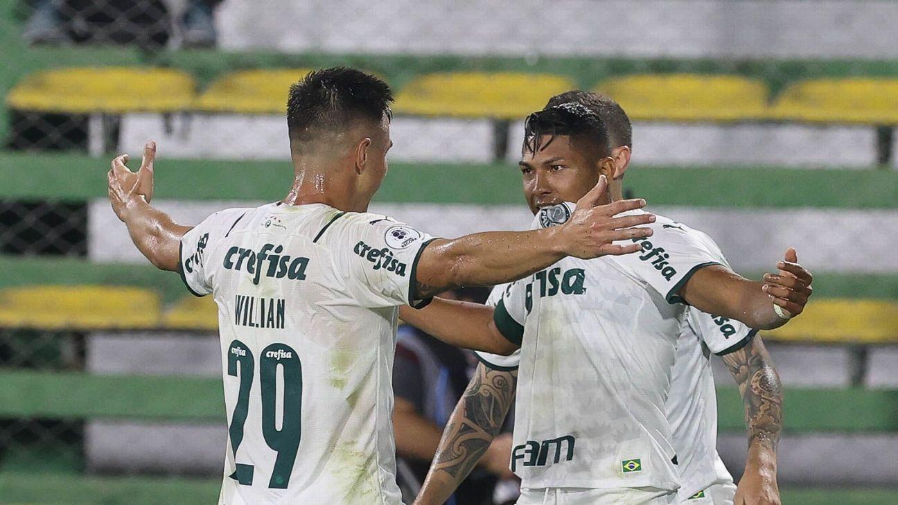 Rony comemora após marcar para o Palmeiras sobre o Defensa y Justicia