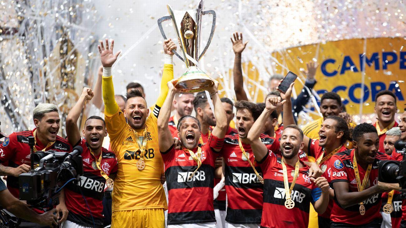 Jogadores do Flamengo comemoram a conquista da Supercopa do Brasil