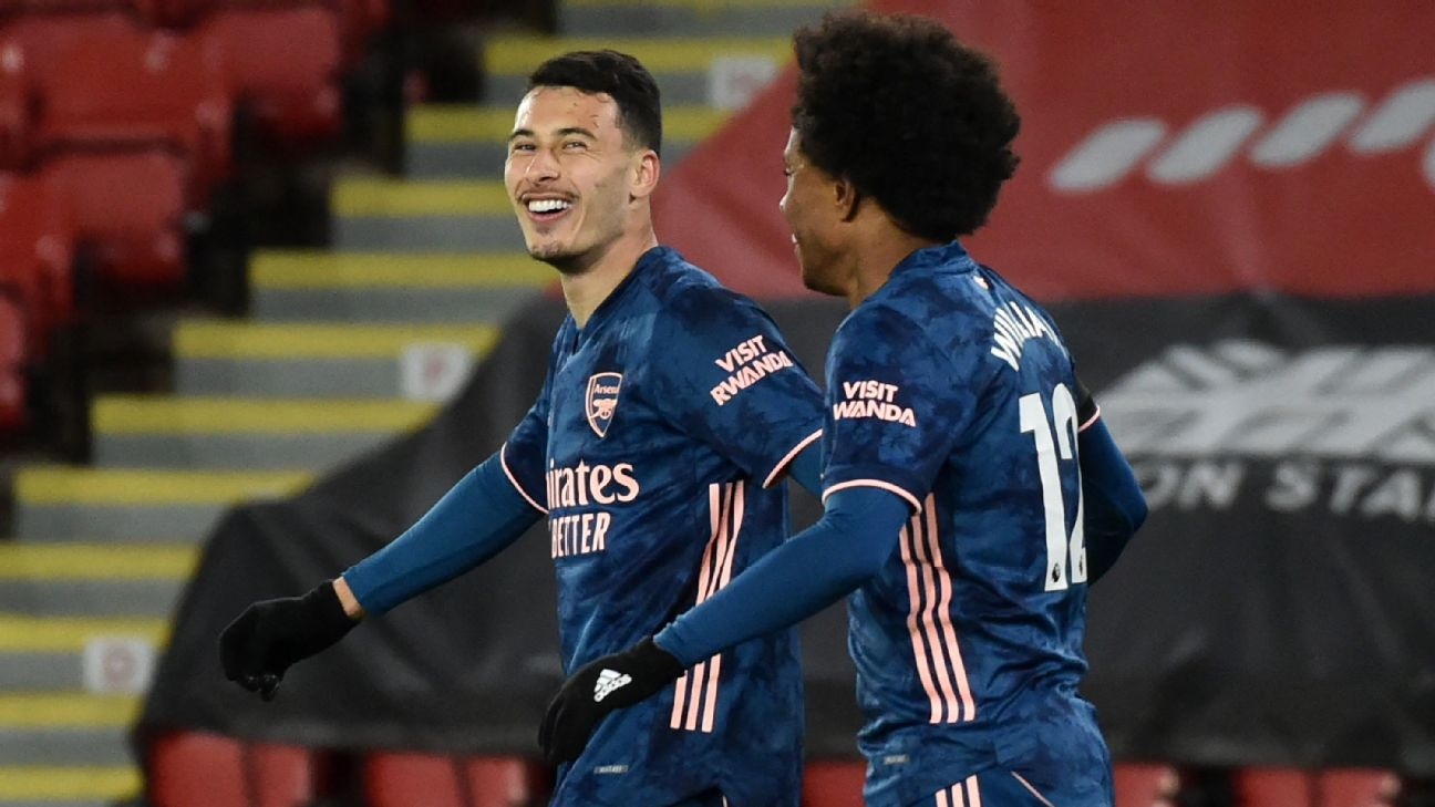 Martinelli (à esq.) e Willian comemoram gol pelo Arsenal