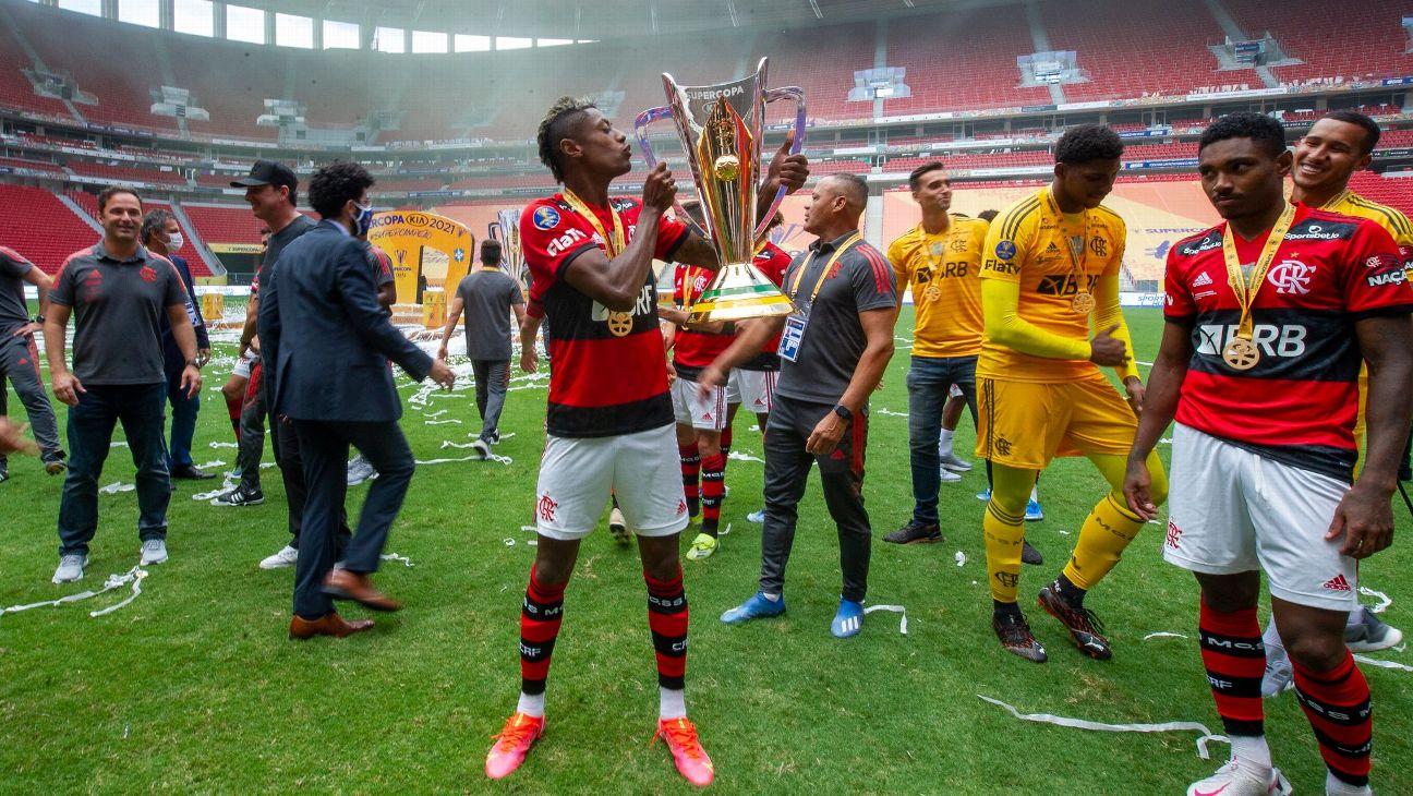 Bruno Henrique comemora o título da Supercopa
