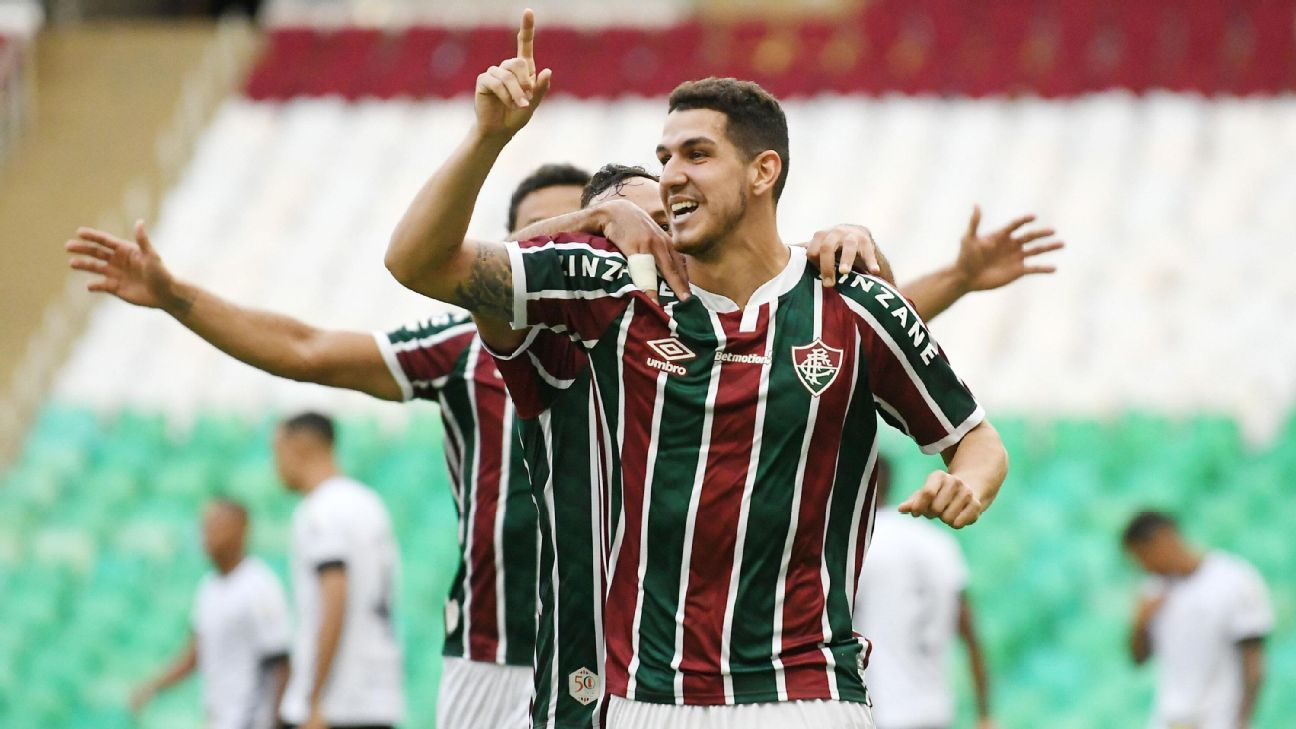Zagueiro Nino, do Fluminense, comemorando gol sobre o Botafogo no Campeonato Carioca
