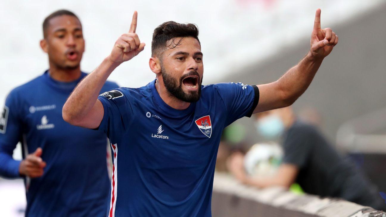 Lourency comemora gol do Gil Vicente