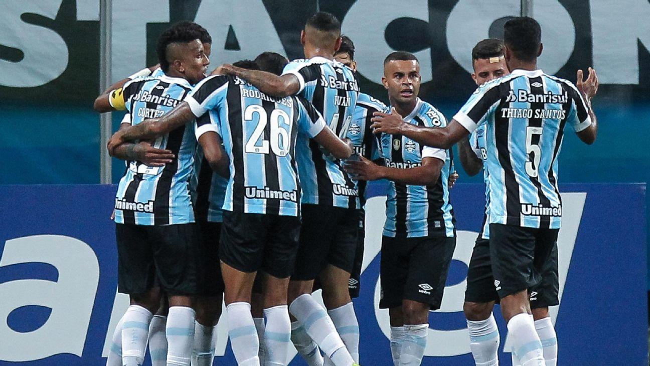 Grêmio comemora gol sobre o Novo Hamburgo, pelo Campeonato Gaúcho