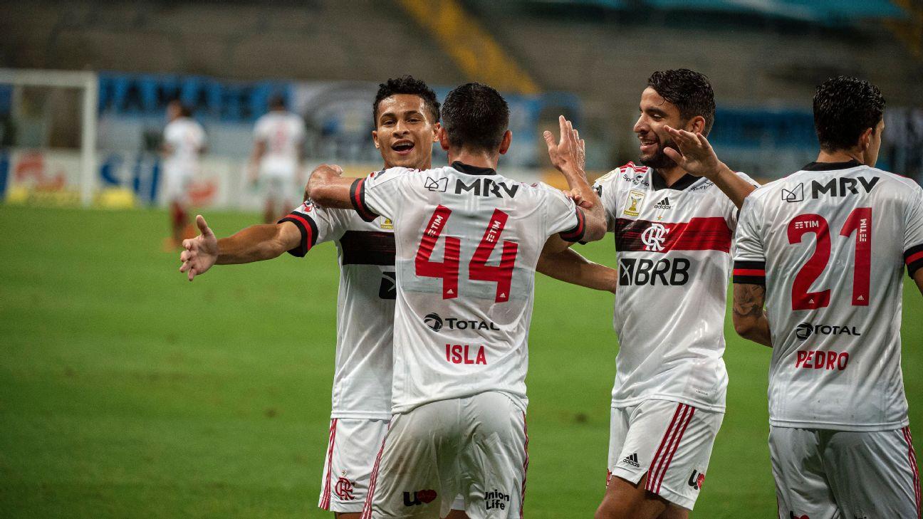 Jogadores do Flamengo comemoram gol contra o Grêmio pelo Brasileirão