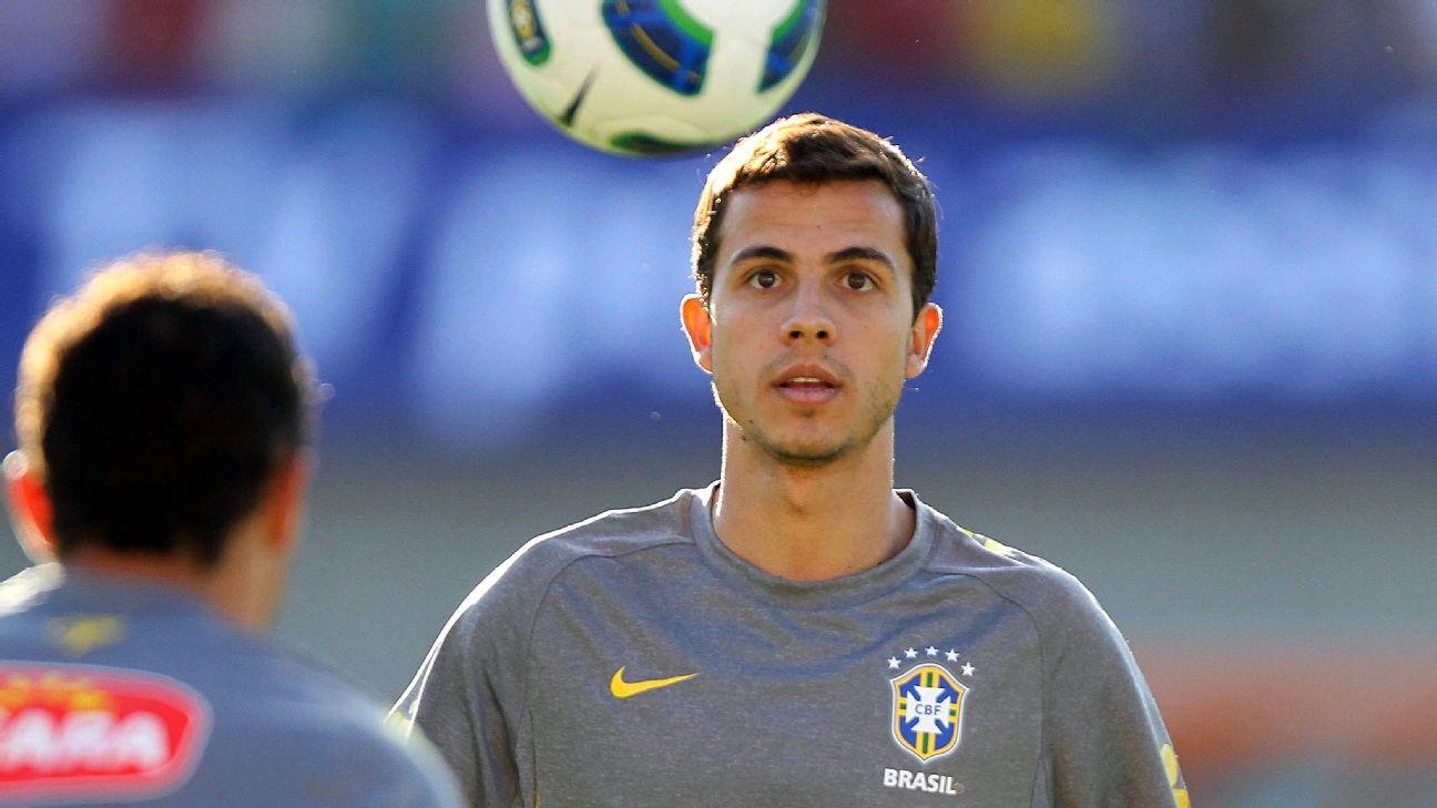 Nilmar em treino da seleção brasileira
