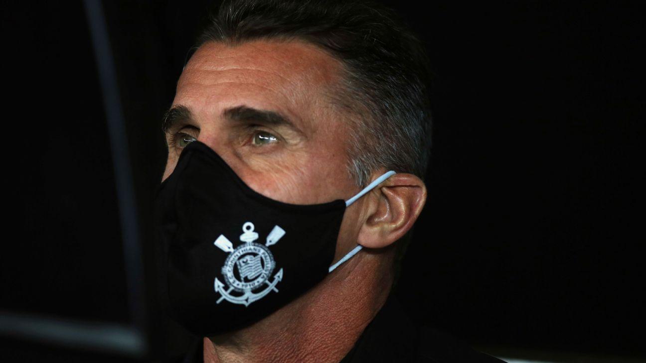 Vagner Mancini no banco de reservas do Corinthians
