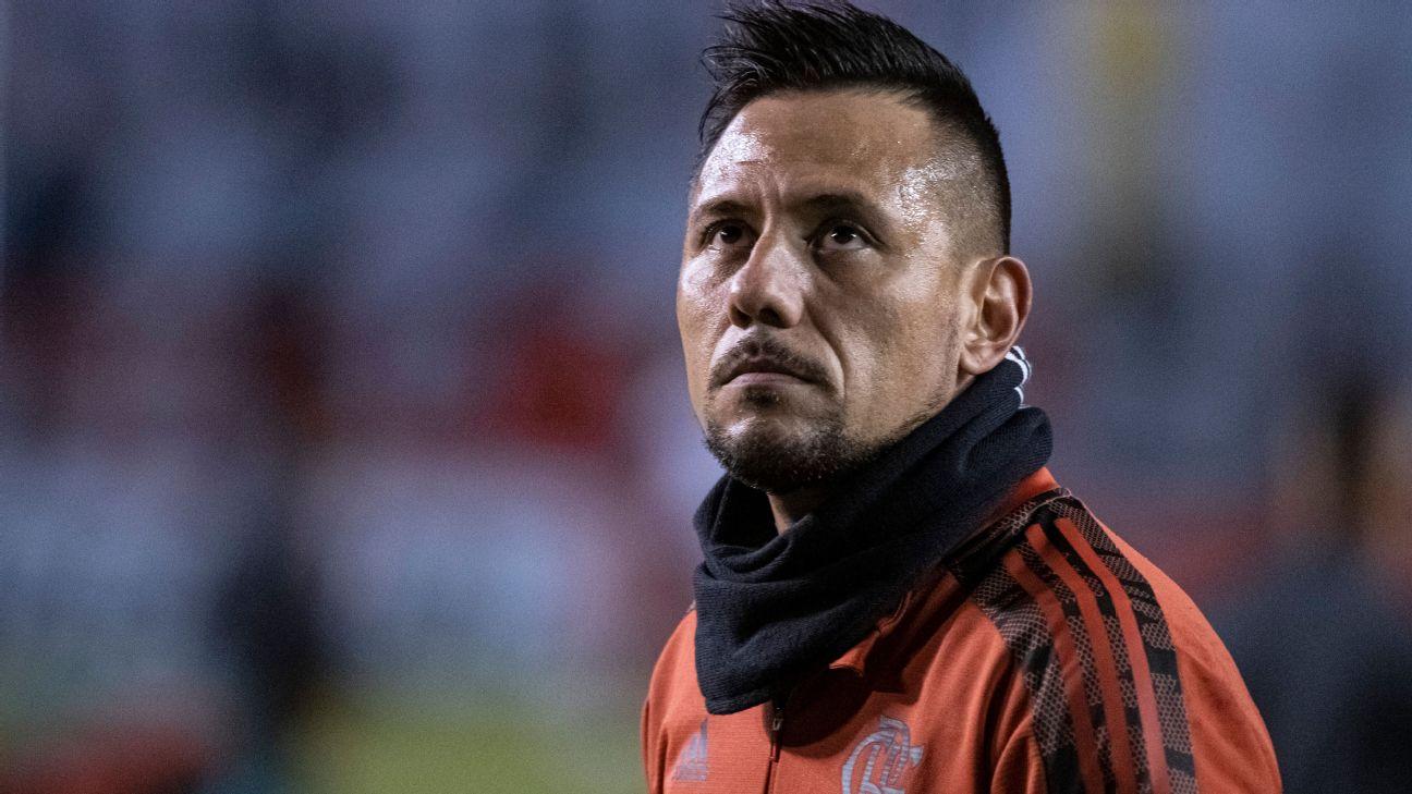 Diego Alves em aquecimento do Flamengo contra a LDU