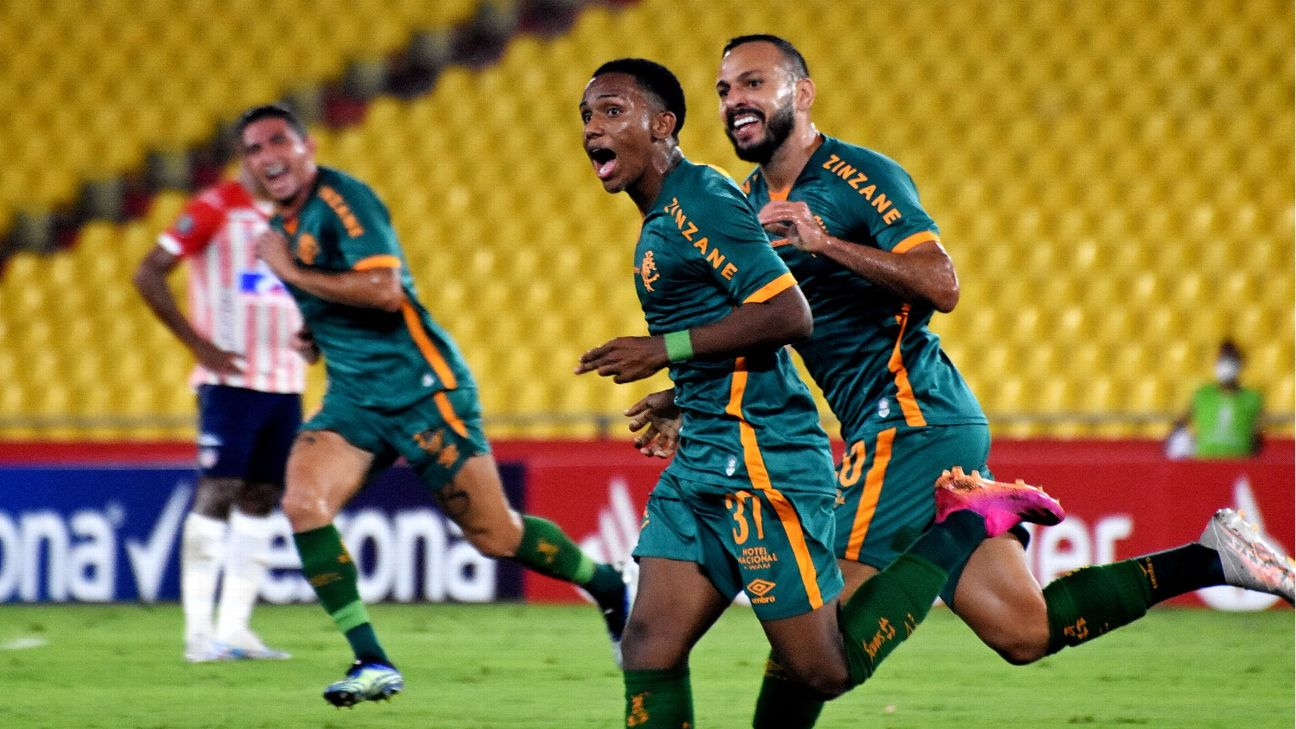 Kayky comemora gol do Fluminense sobre o Junior Barranquilla