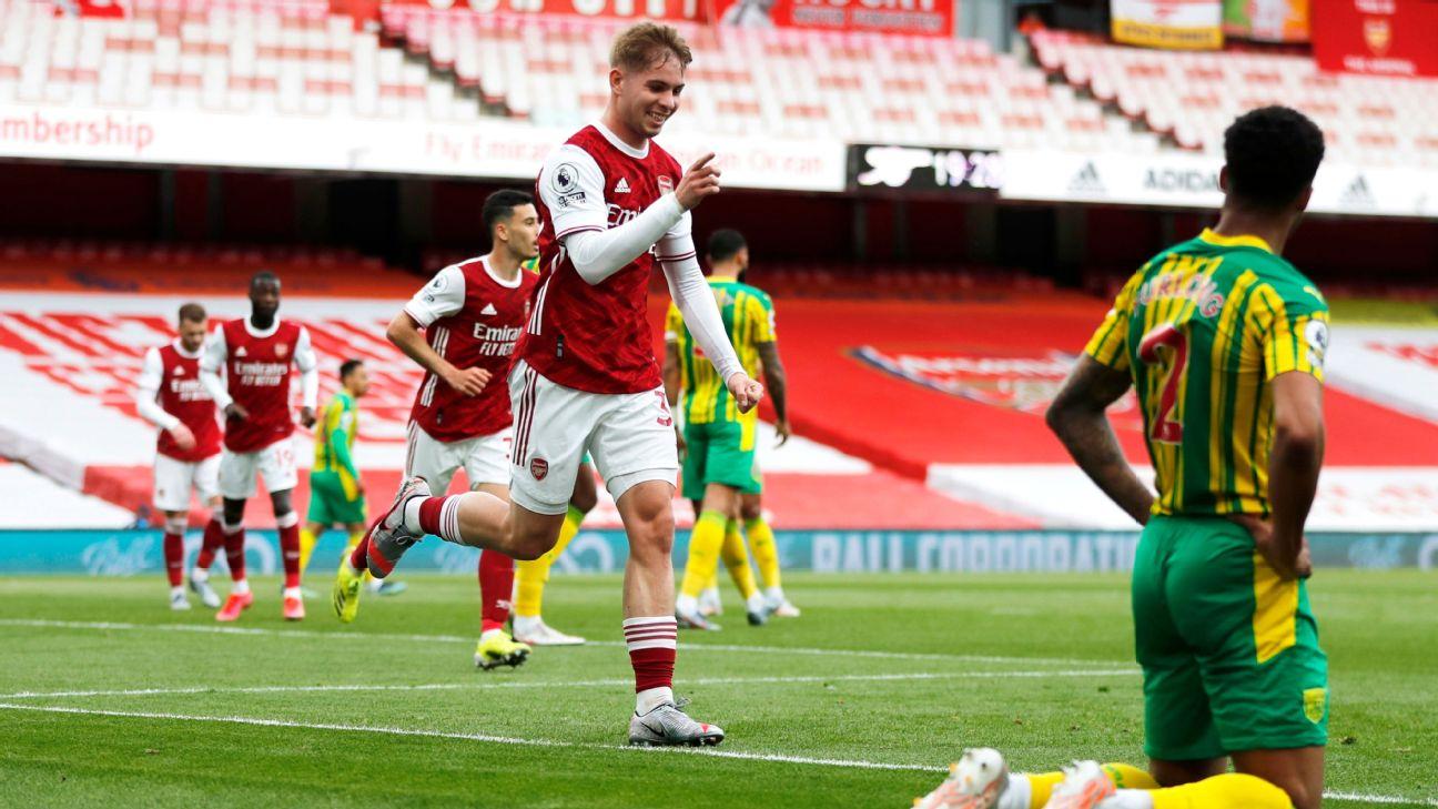 Smith-Rowe comemora após marcar para o Arsenal sobre o West Bromwich