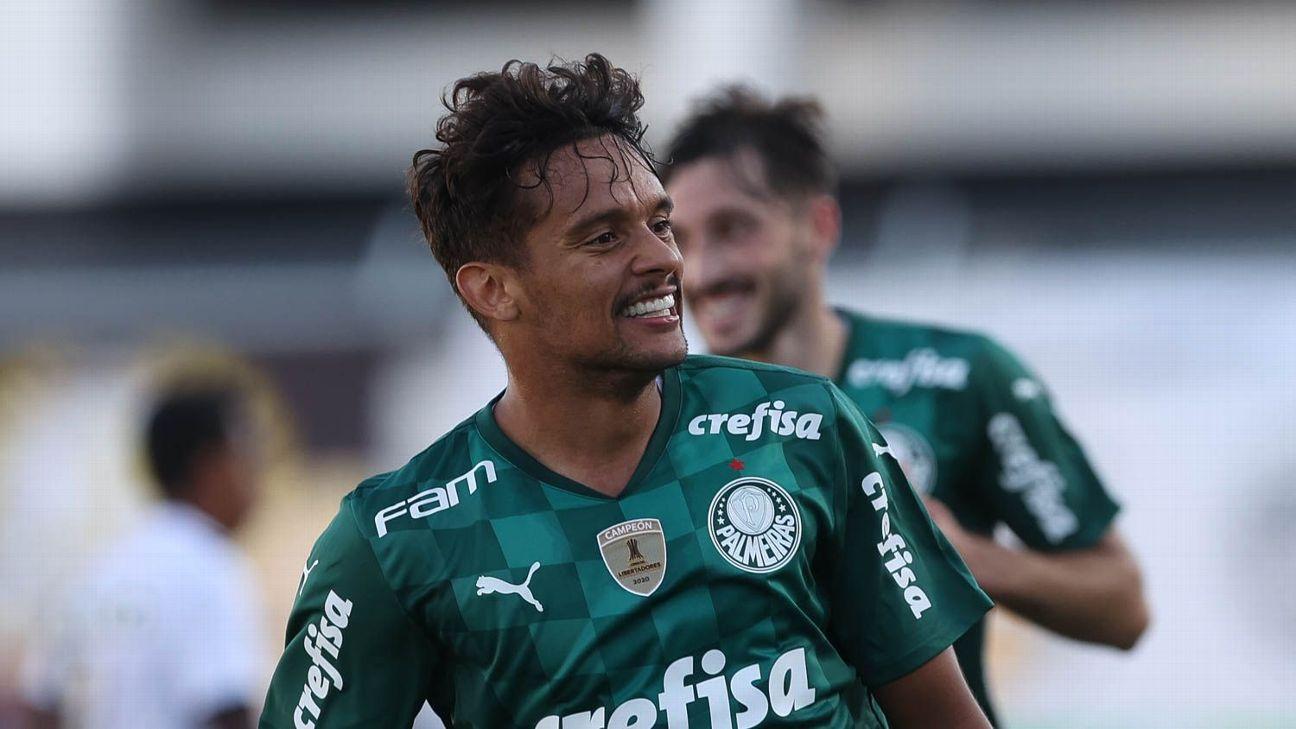 Gustavo Scarpa comemora após marcar para o Palmeiras sobre a Ponte Preta