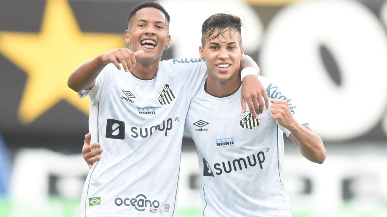 Angelo e Kaio Jorge comemoram gol do Santos