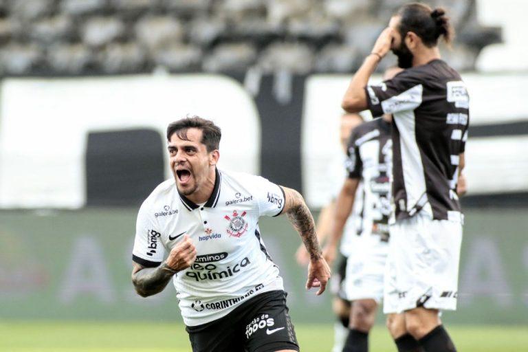 Fagner comemorando gol pelo Corinthians na partida contra a Inter de Limeira pelo Paulistão