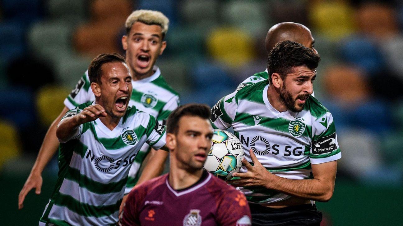 Paulinho comemorando gol do Sporting sobre o Boavista, pelo Campeonato Português