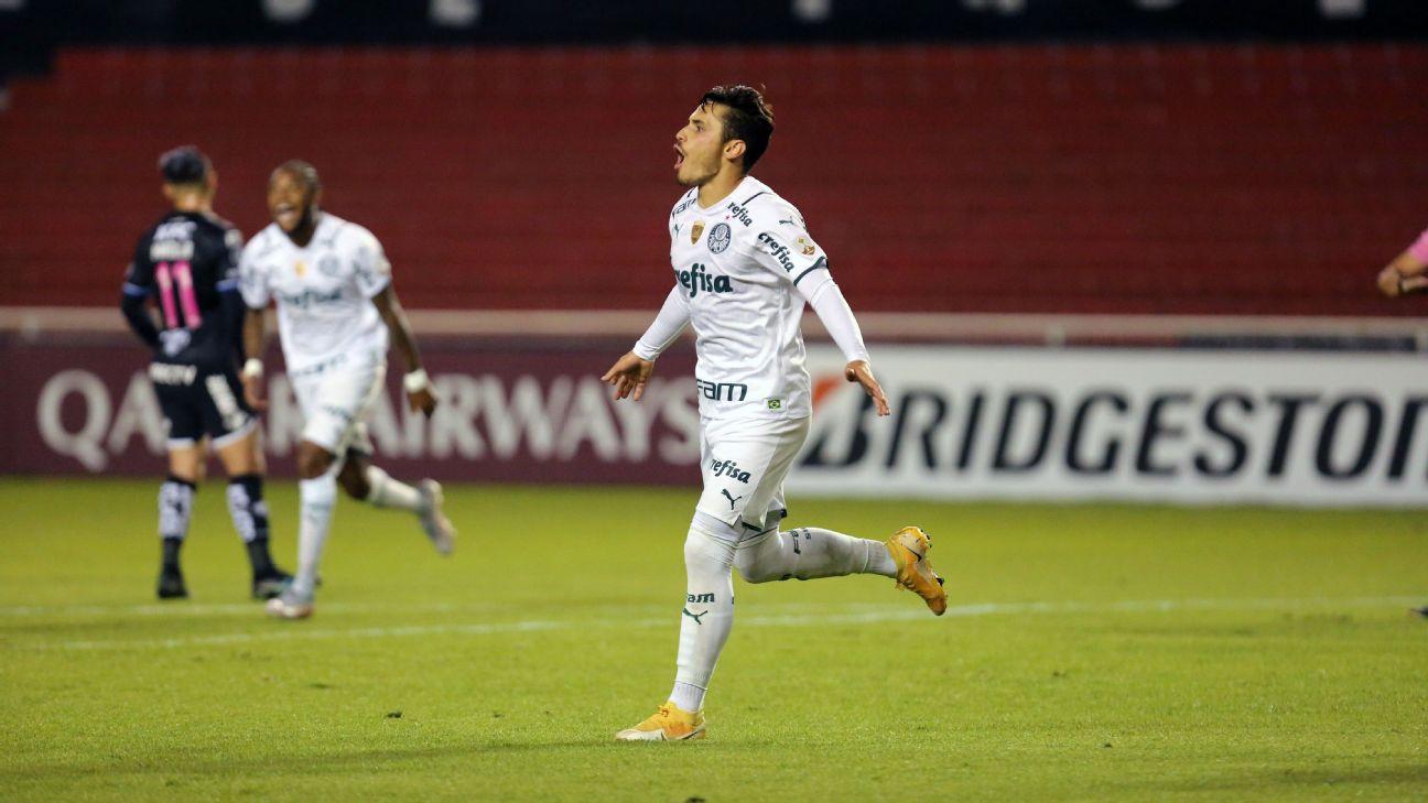 Raphael Veiga comemora após marcar para o Palmeiras sobre o Del Valle