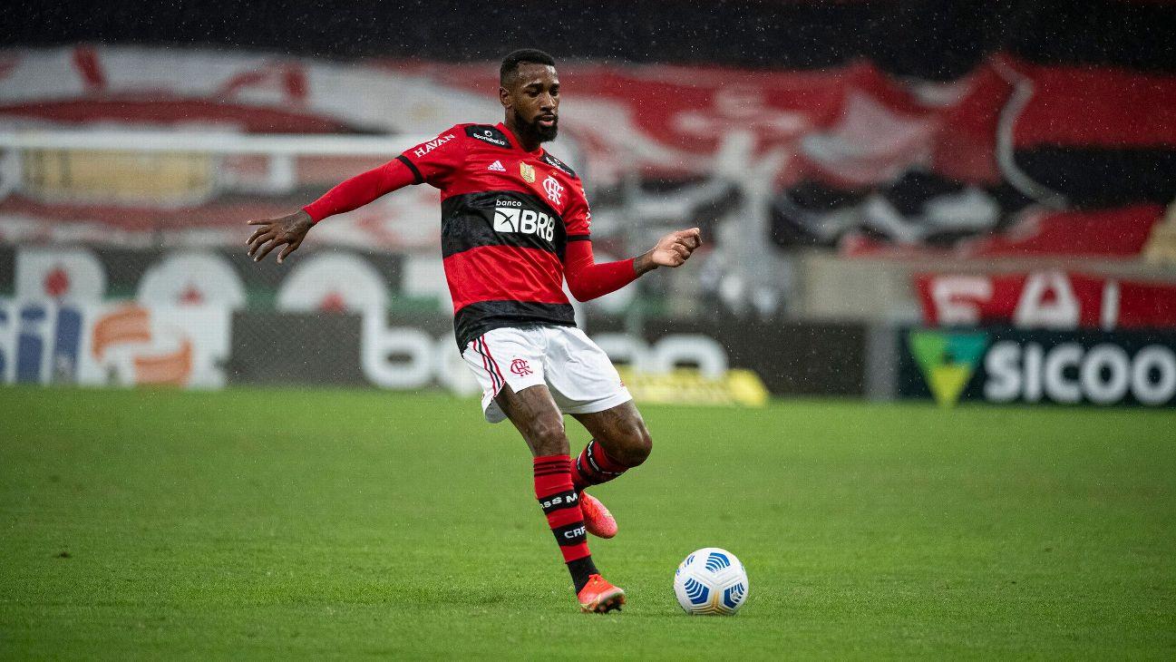 Gerson, em ação pelo Flamengo contra o Palmeiras no Maracanã no Brasileirão