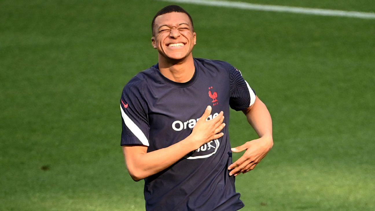 Kylian Mbappé durante treinamento da seleção francesa
