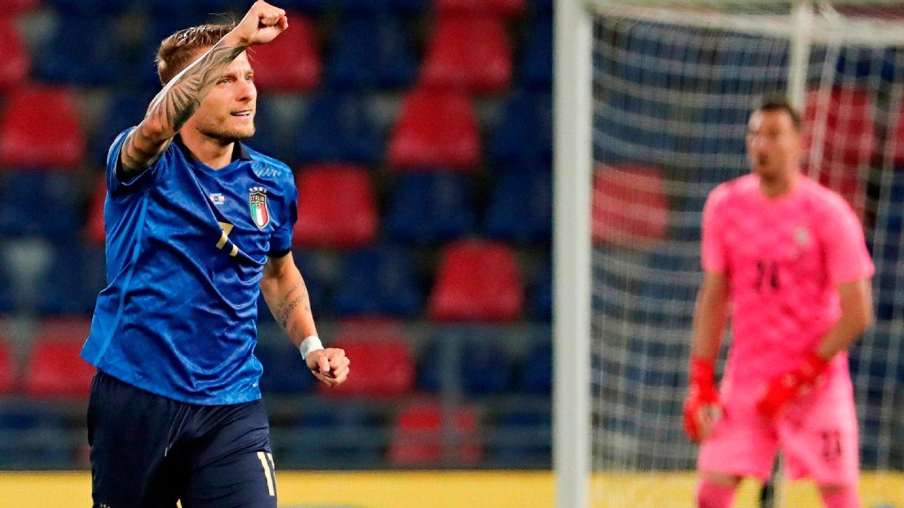 Immobile comemora após marcar para a Itália sobre a República Tcheca