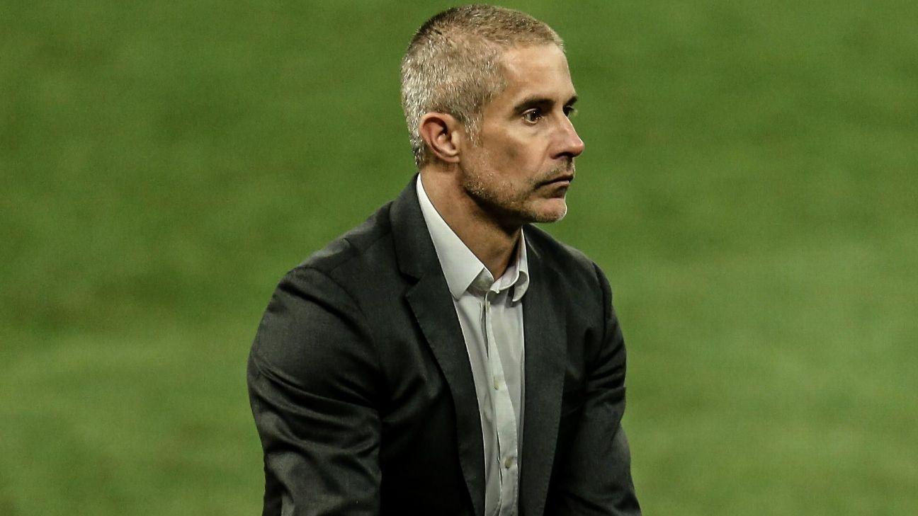 Sylvinho em partida no comando do Corinthians