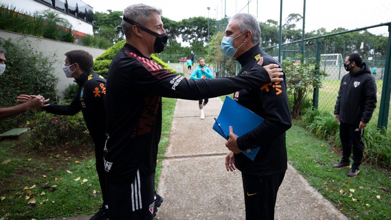 Tite e Crespo em treino da seleção brasileira
