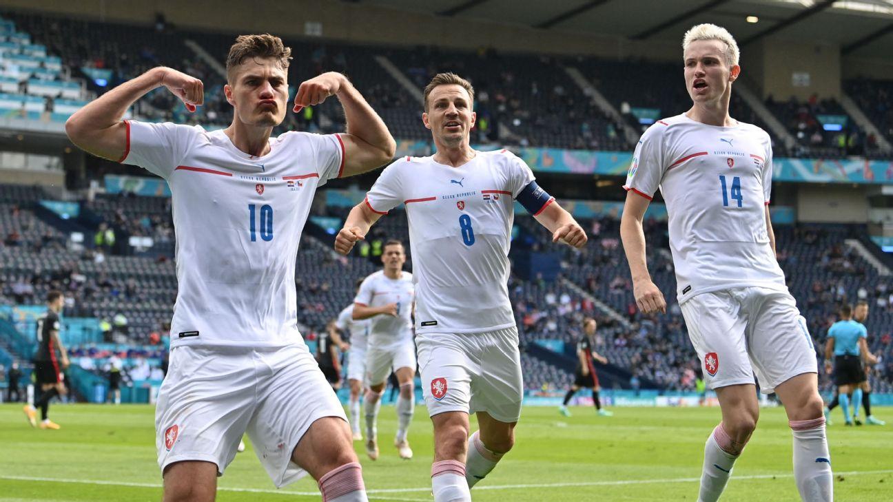 Patrik Schick comemora gol contra a Croácia na Eurocopa