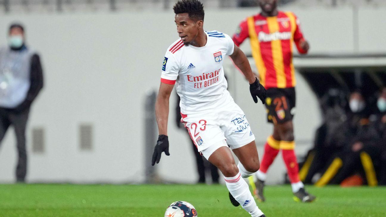 Thiago Mendes em partida pelo Lyon