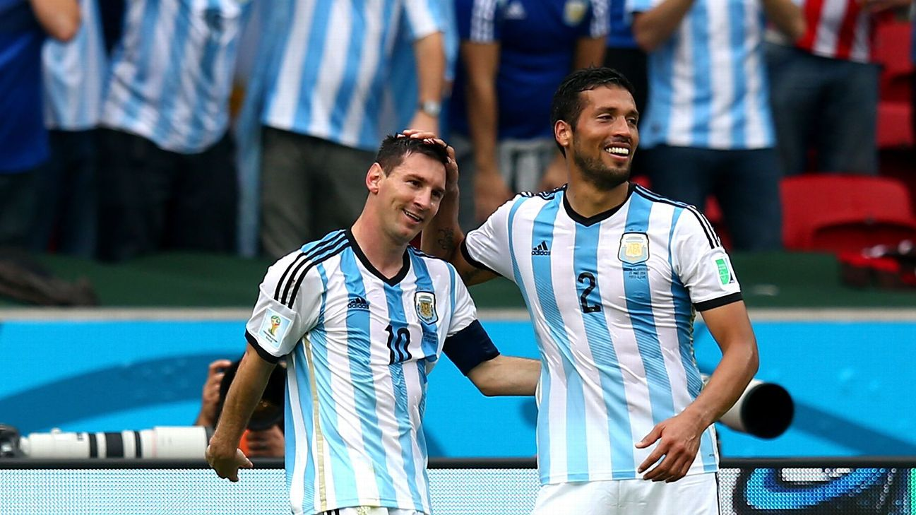 Messi e Garay comemoram gol da Argentina contra a Nigéria na Copa do Mundo de 2014