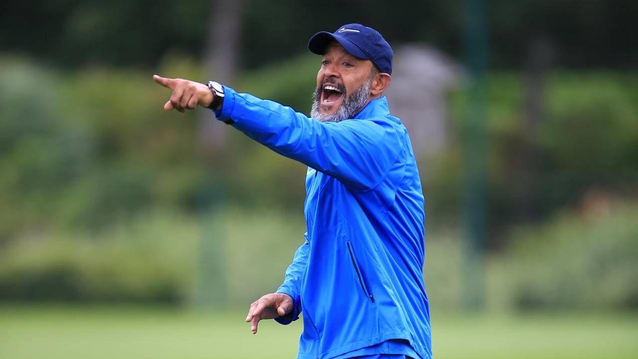 O técnico Nuno Nuno Espírito Santo em treinamento no Tottenham