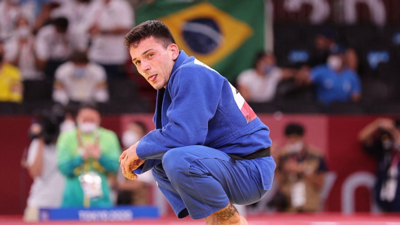 Daniel Cargnin após a conquista da medalha de bronze, no peso-leve do judô, nas Olimpíadas