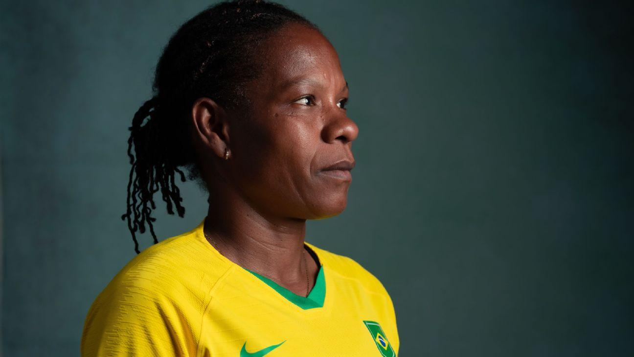 Formiga durante sessão de fotos oficial da seleção brasileira