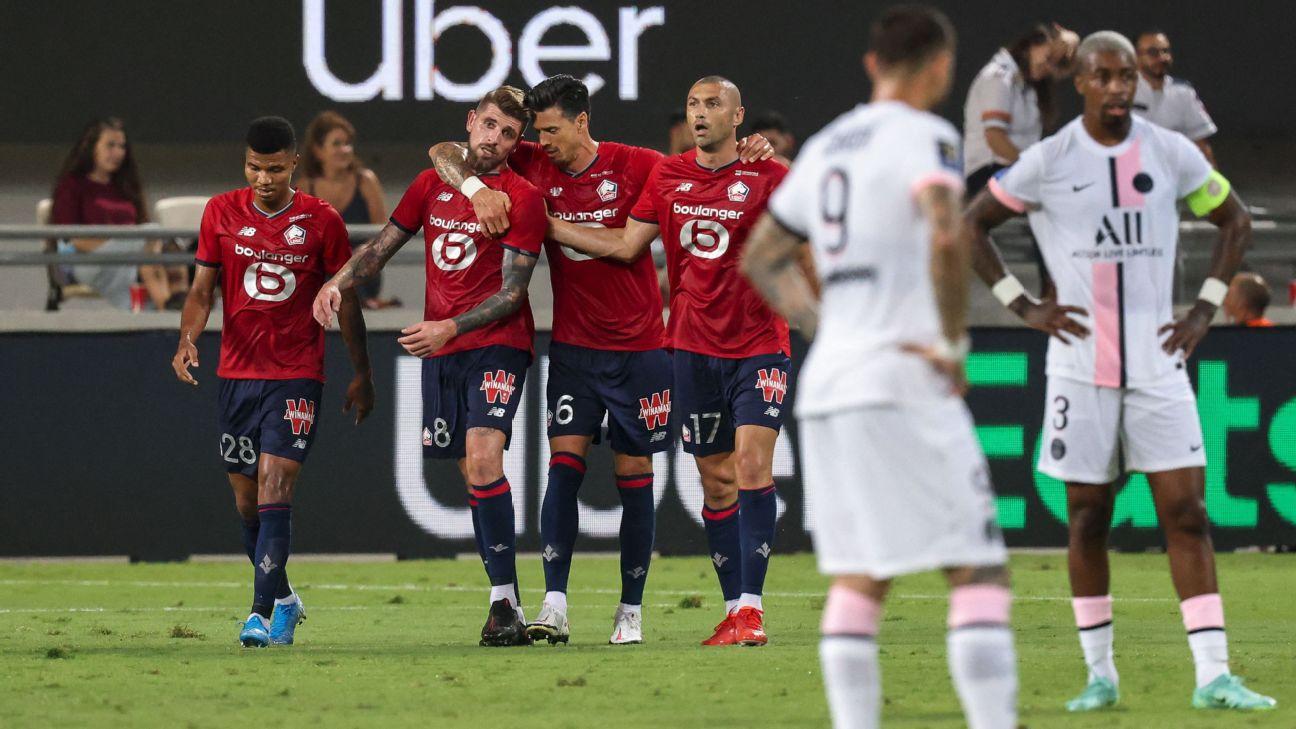 Jogadores do Lille comemorando gol sobre o PSG, na decisão da Supercopa da França