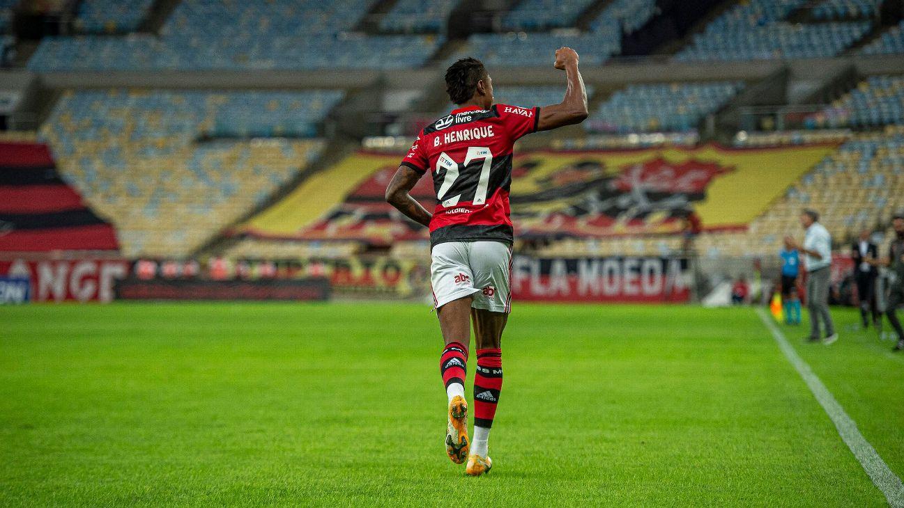 Bruno Henrique festeja gol pelo Flamengo contra o São Paulo no Maracanã