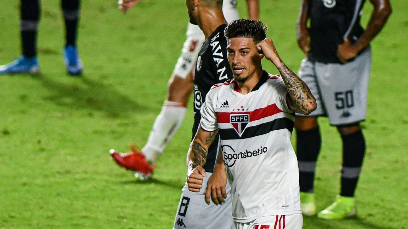 Rigoni comemora após marcar para o São Paulo sobre o Vasco