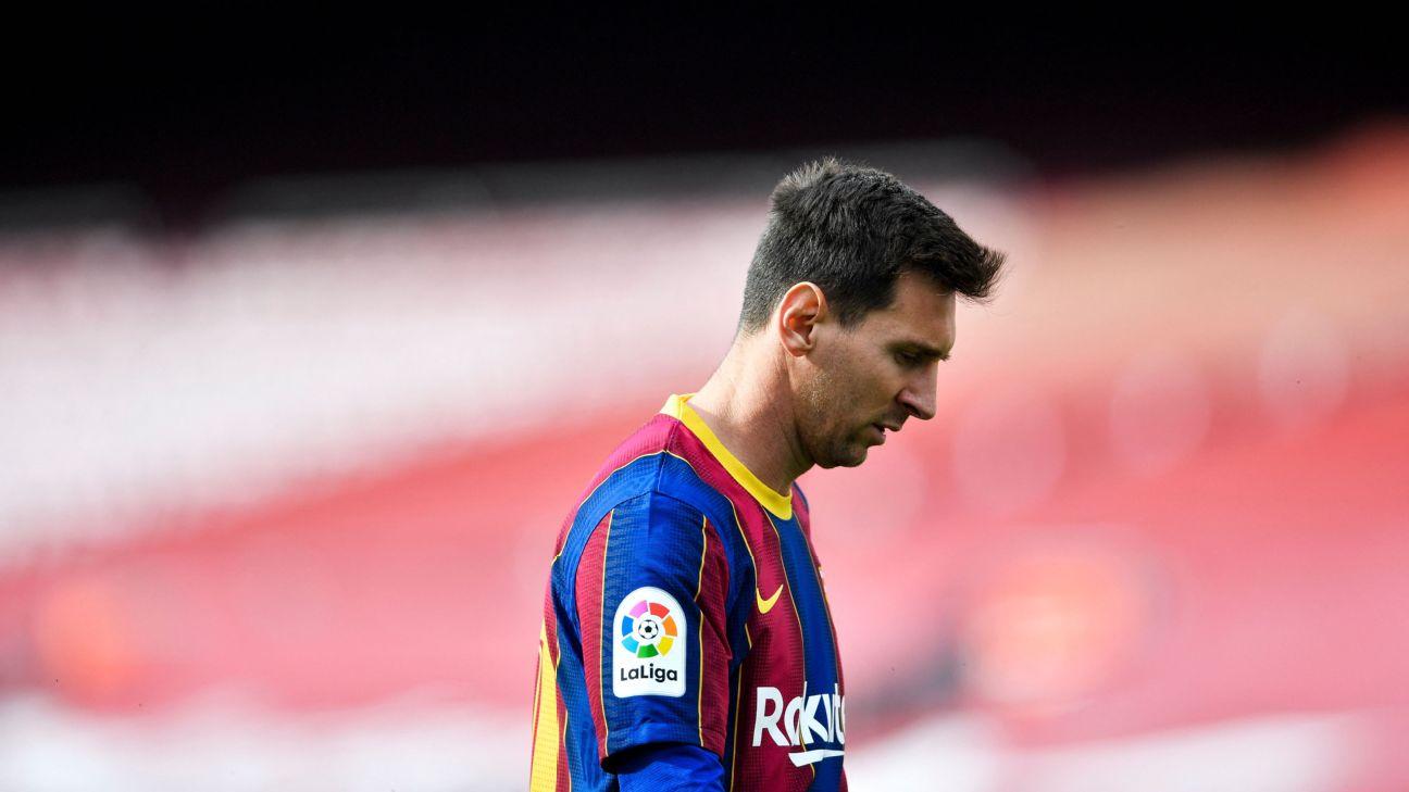 Messi cabisbaixo durante partida do Barcelona no Camp Nou, em LaLiga