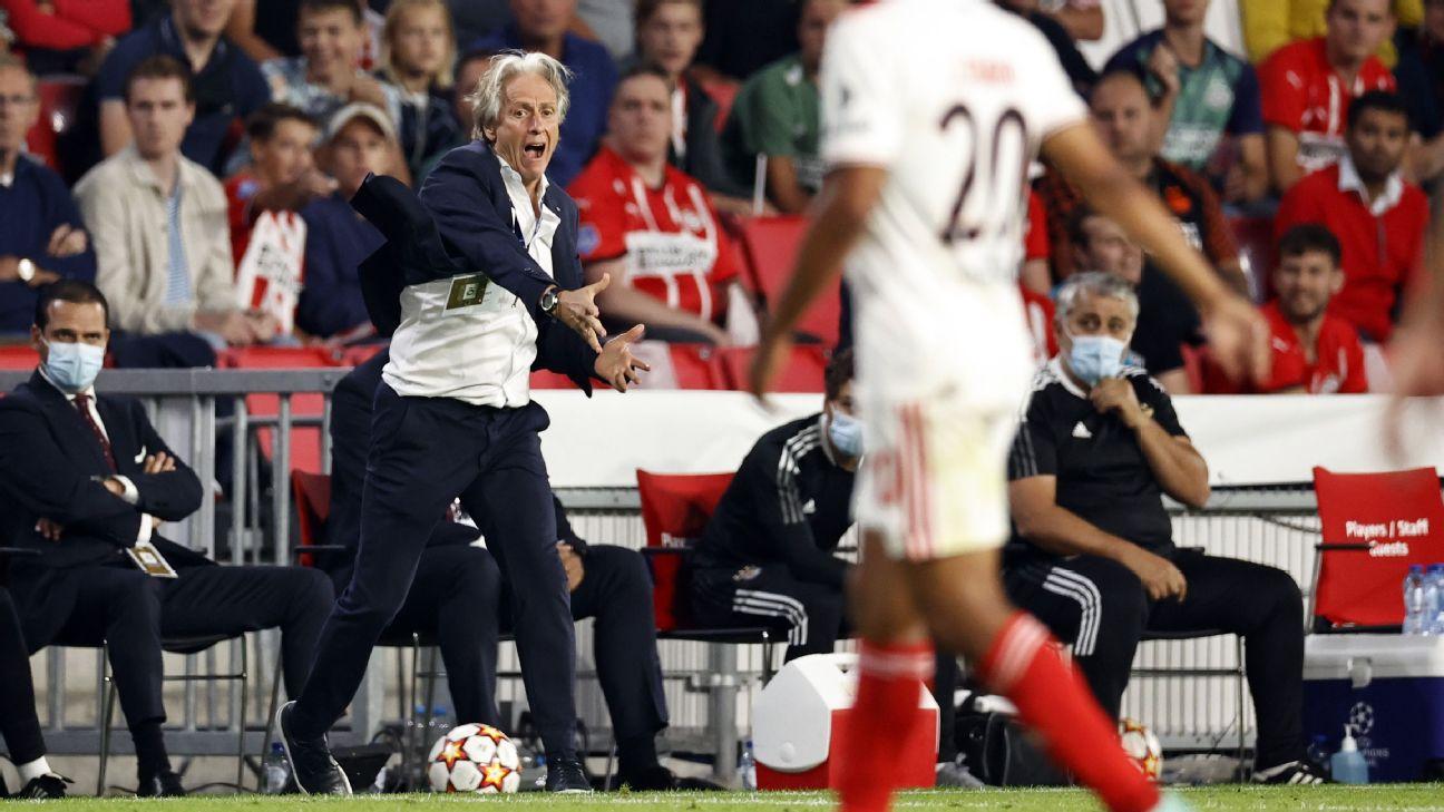 Jorge Jesus durante jogo entre Benfica e PSV, pelos playoffs da Champions