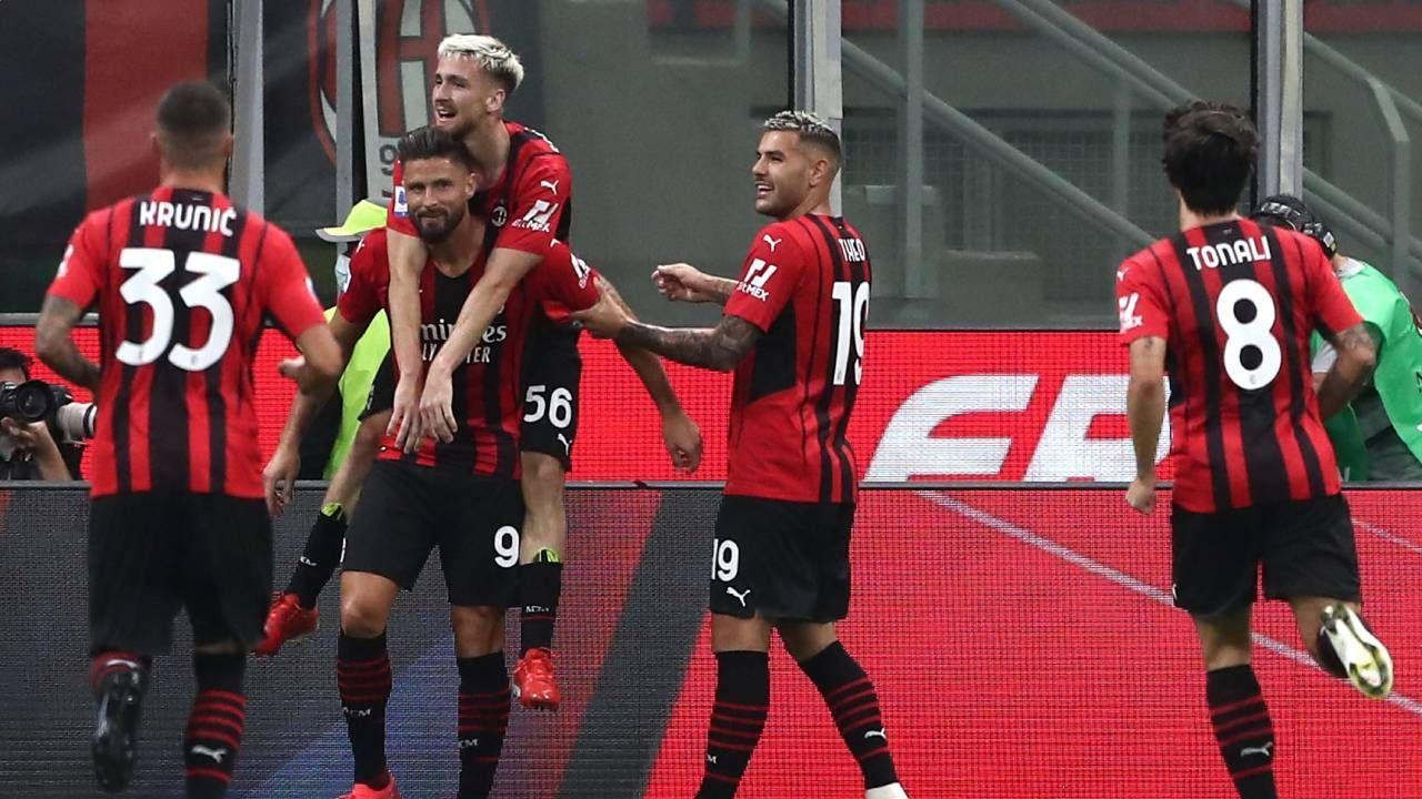 Giroud em ação pelo Milan contra o Cagliari pelo Campeonato Italiano