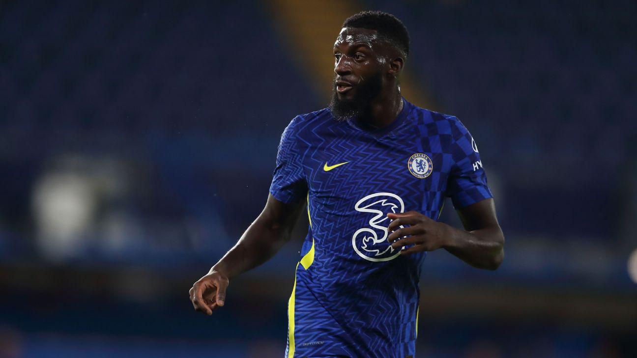 Tiemoue Bakayoko pelo Chelsea em jogo contra o Tottenham no Stamford Bridge em agosto de 2021.
