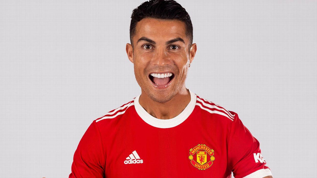 Cristiano Ronaldo posa para foto oficial do Manchester United