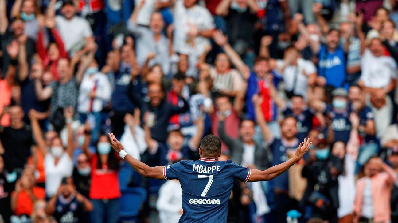 Mbappé comemora após marcar para o PSG sobre o Clermont