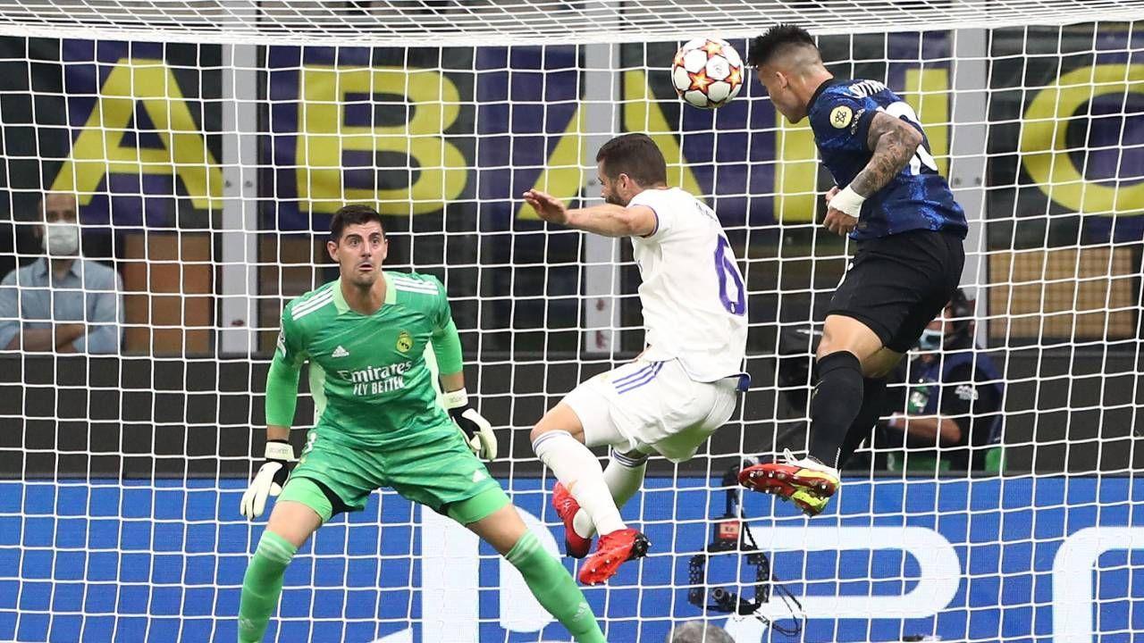 Courtois em ação na partida entre Real Madrid e Inter de Milão