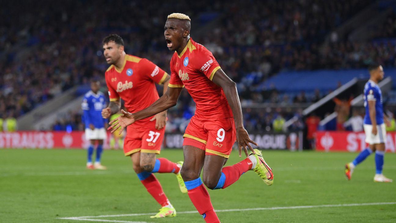 Victor Osimhen comemorando gol marcado pelo Napoli na Europa League