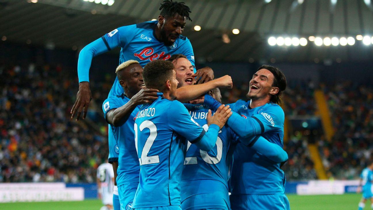 Jogadores do Napoli comemoram gol sobre a Udinese, pelo Italiano