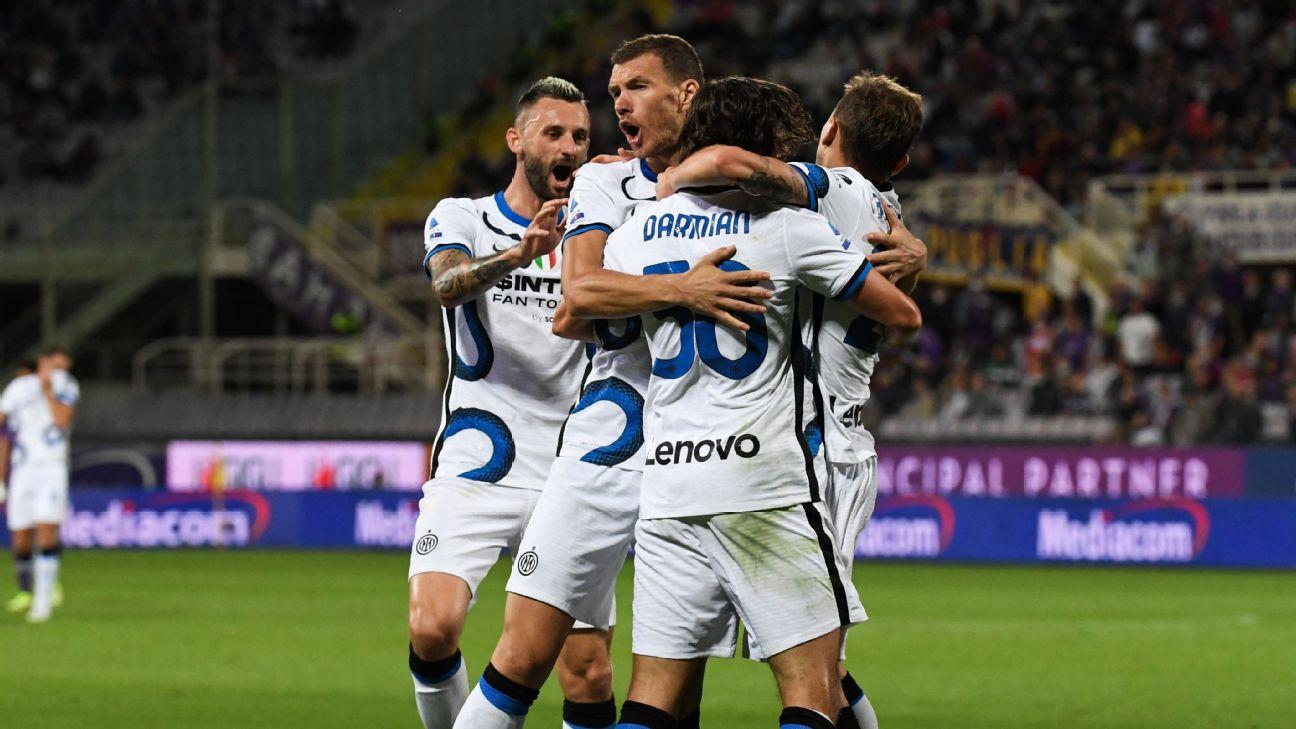Matteo Darmian comemora gol da Inter de Milão contra a Fiorentina pelo Italiano