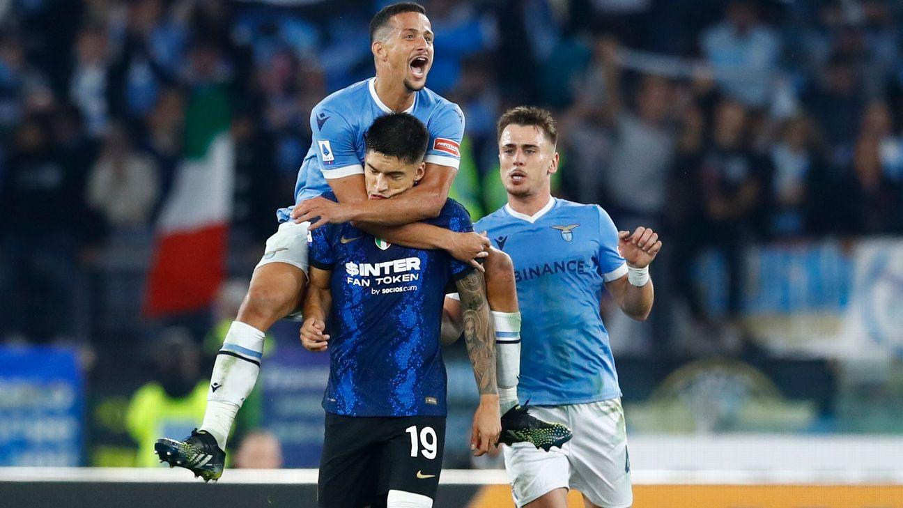 Luiz Felipe, da Lazio, pula nas costas de Correa, da Inter, após jogo